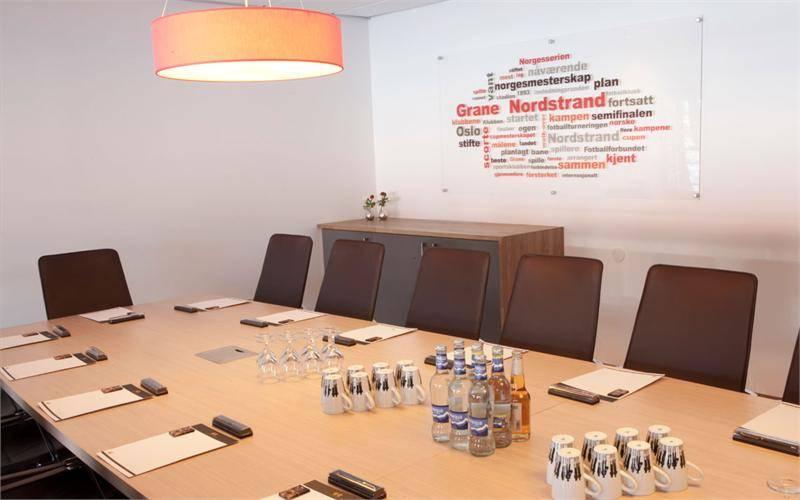 Styrerommet er utstyrt med LED skjerm, whiteboard og flipboard