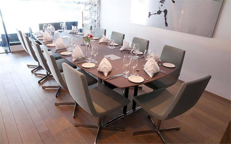 Vinduslosjene kan dekkes til både middager og møter