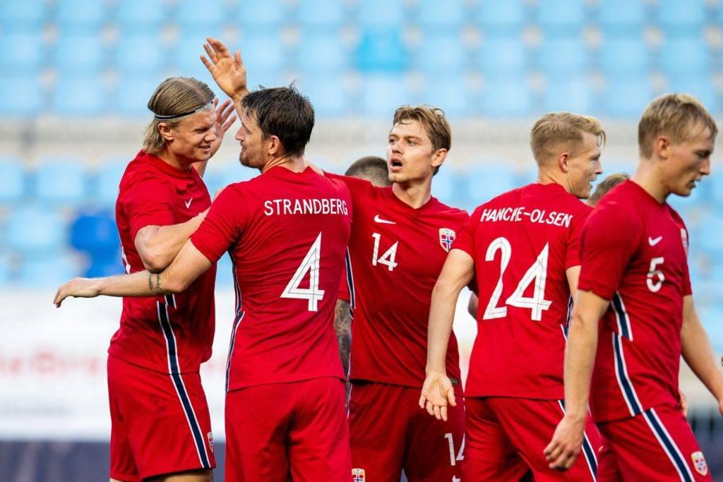 Norge feirer etter å ha scoret i den internasjonale vennskapskampen mellom Norge og Luxembourg